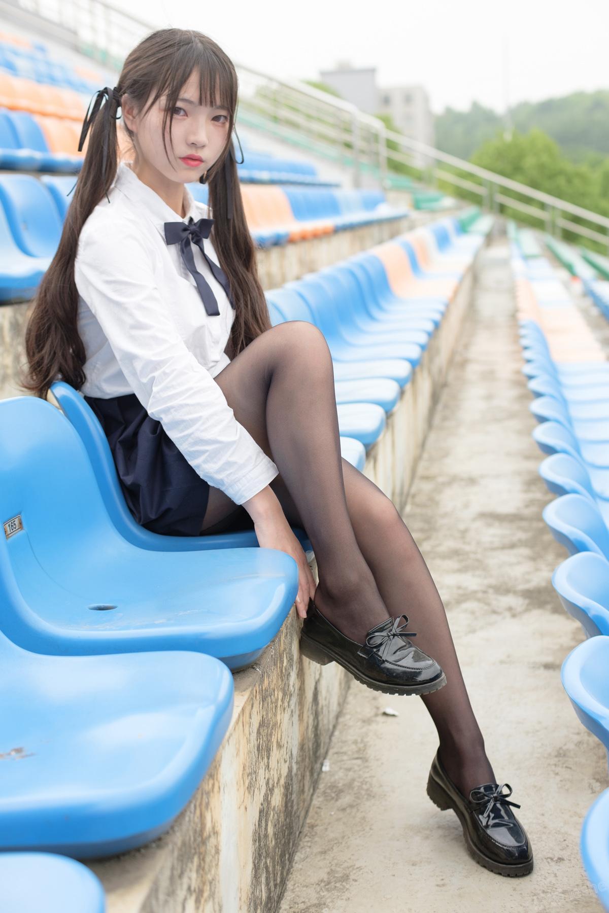 [森萝财团]萝莉丝足写真 SSR-009 户外黑丝学妹